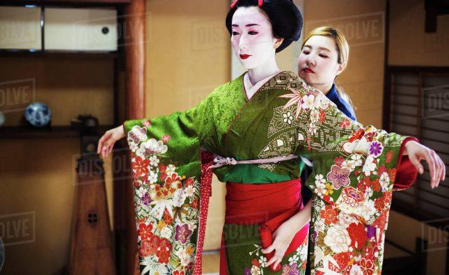 نحوه پوشیدن کیمونو